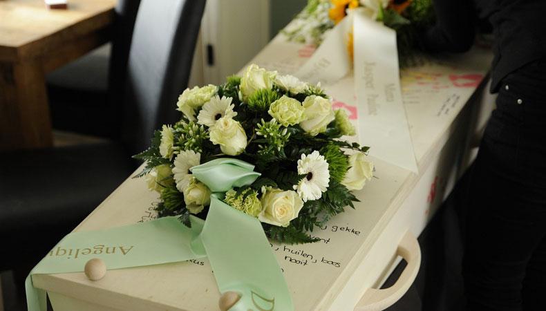 Een begrafenisverzekering afsluiten kan je nabestaanden veel gedoe uit handen nemen. © Kees Luising / Pixabay