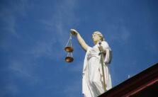 Vrouwe Justitia is blind, maar werkt helaas niet gratis. Sluit een goede rechtsbijstandverzekering af. © Edward Lich / Pixabay